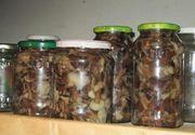 Ghebe la borcan pentru iarnă. 3 rețete de ciuperci murate pe care să le încerci