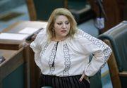 VIDEO | Senatoarea Diana Șoșoacă, anchetată de polițiști, după ce a interzis oamenilor din Răchiteni să se vaccineze