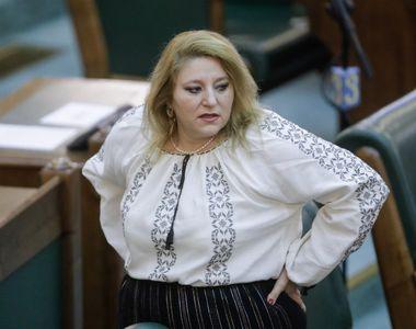 VIDEO   Senatoarea Diana Șoșoacă, anchetată de polițiști, după ce a interzis oamenilor...