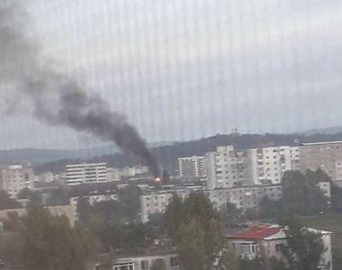 Acoperişul unui bloc din Iași a luat foc. Toți locatarii au fost evacuați