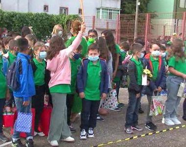 Toţi elevii vor purta uniforme începând din acest an şcolar