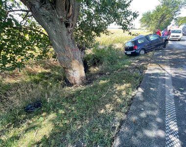Tragedie lângă Arad. O șoferiță a intrat frontal într-un copac. Elicopterul SMURD,...