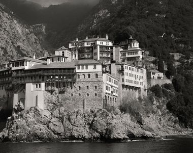 Incredibil: Peste o mie de călugări din mănăstirile de pe muntele Athos, infectați cu...