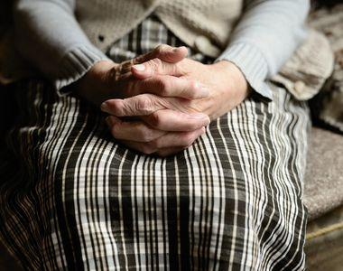 O bătrână internată în spital a sunat la 112 pentru că voia să meargă la toaletă, după...