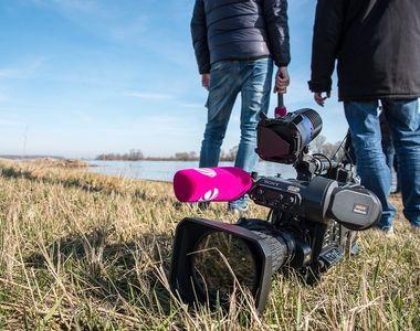 Doi jurnaliști și un activist de mediu care filmau un documentar despre tăierile...