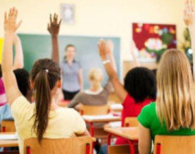 Elevi plătiți să vină la ore. Ce beneficii primesc aceștia