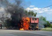 Tulcea: Mașină în flăcări, în trafic