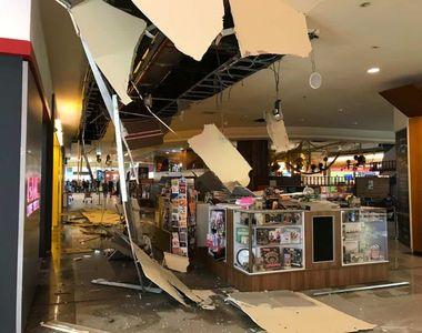 Tavanul unui mall s-a prăbușit