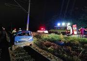 Accident grav în Cluj. Patru victime după ce o mașină a ajuns pe șinele de tren și a lovit un stâlp CFR