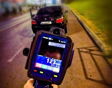Incredibil! Ce scuză a folosit un șofer după ce a fost prins de cu 123 km/h în localitate