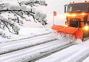 VIDEO | Zăpadă de 10 centimetri în România. Utilajele de deszăpezire au intervenit imediat