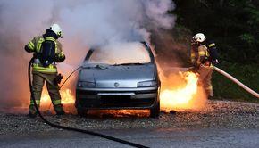 VIDEO | Un bărbat din Satu Mare a supravițuit miraculos după ce mașina i-a explodat în timp ce încerca să o pornească