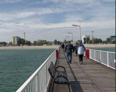 VIDEO | Turiștii continuă să viziteze litoralul. A început sezonul plimbărilor pe malul...