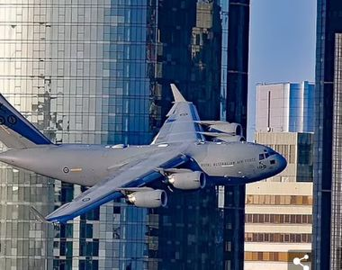 Un avion a zburat printre zgârie-nori, oamenii au crezut că are loc un atac terorist