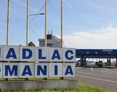 TIR cu 14 migranți ascunși, descoperit în Arad
