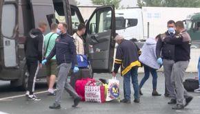 VIDEO | Mii de români din diaspora se întorc în țară, concediați sau după ce își dau singuri demisiile pentru că nu vor să se vaccineze