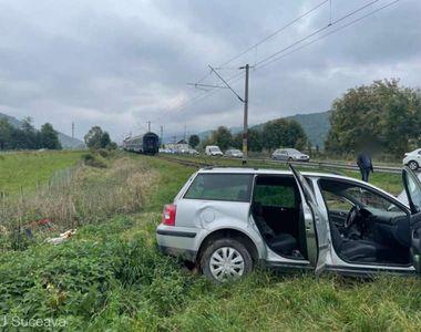 FOTO| Accident grav în Suceava: Un autoturism a fost lovit de tren