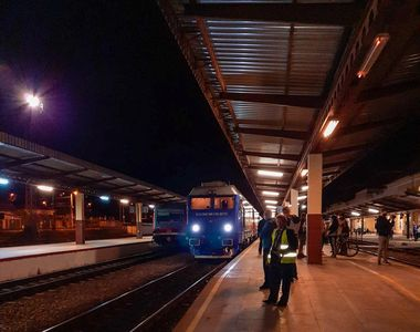Mersul trenurilor deraiat de o avarie la alimentarea cu energie: Întârzierile...