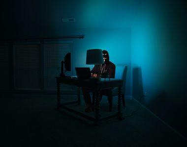 Polițiștii din Ucraina au arestat un hacker care a produs pagube de 150 de milioane de...