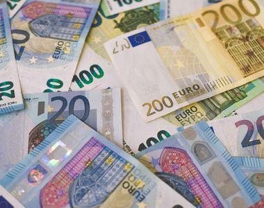 Moneda euro a atins un nou maxim istoric în raport cu leul: 4,9490 lei/euro este cursul...