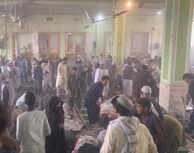 Masacru într-o moschee. Cel puţin 32 de morţi şi zeci de răniţi în urma mai multor...