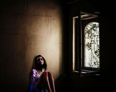 Întâmplare terifiantă în Galați. A fost abuzată de patru tineri, iar imaginile au ajuns...
