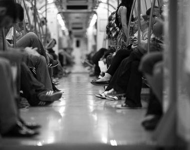 O femeie a fost violată în tren, iar ceilalți pasageri nu au făcut nimic