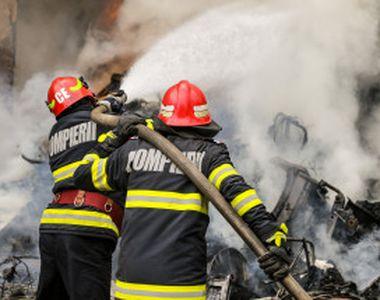 Incendiu la o mănăstire din Agigea. Arde acoperișul unei clădiri pentru cazare