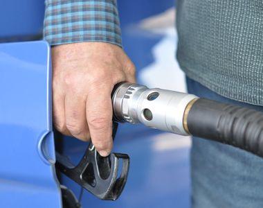 Doi români care au furat combustibil în valoare de 8.000 de euro în doar câteva zile au...