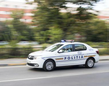 Cinci indivizi care au blocat traficul și care au vandalizat două mașini, au fost reținuți