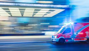 O fetiță de doi ani a căzut de la etajul unui bloc din Mioveni. A fost transportată la spital cu multiple traumatisme