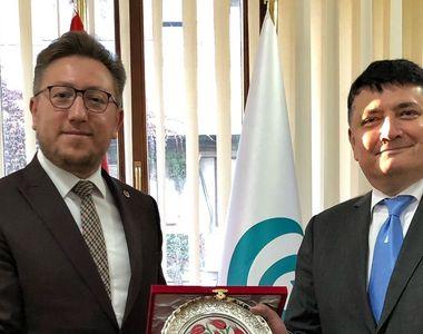 Ambasadorul Republicii Azerbaidjan la București, în vizită la Institutul Yunus Emre din...