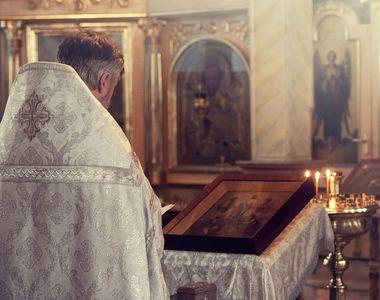 Un preot care s-a vindecat de coronavirus a chemat un medic la biserică, pentru a-i...