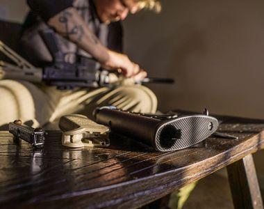 Un bărbat din Neamț s-a sinucis cu un pistol cu bile. Mama acestuia l-a descoperit fără...