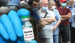 VIDEO | Coadă imensă la vaccinare, în Piața Obor din București