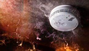VIDEO | A sărit de la etajul patru pentru a scăpa de incendiu. Întâmplarea a avut loc în Tulcea