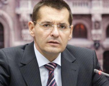 Ministrul Educatiei, Mircea Dumitru, va retrage titlurile de doctor detinute de Petre...