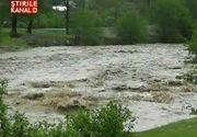 VIDEO Prapad dupa potopul de ieri! Ploile au facut ravagii in mai multe judete din tara! Masini si animale, luate pe sus de viitura, zeci de gospodarii afectate