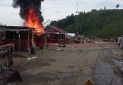 Un incendiu puternic a izbuncit la Manastirea Prislop. Tarabele care comercializau icoane cu Arsenie Boca, cuprinse de flacari