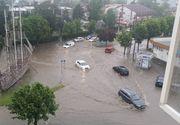 Mangalia sub ape! Mai multe strazi au fost inundate dupa ploile de aseara!