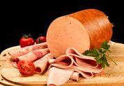 Studiu: parizerul este facut din piele de pasare, emulsie din sorici si aditivi! Romanii il consuma zilnic, chiar daca este periculos!