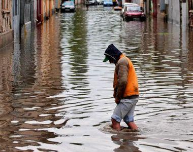 Ploile au facut prapad in judetul Bacau. Aproape 300 de gospodarii au fost indundate