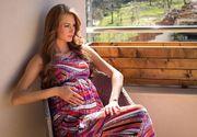 Cum sa-ti etalezi burtica de gravida cu stil! Iata ce tipuri de tesaturi aveti voie sa purtati în perioada sarcinii