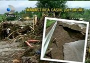 Ploile au facut prapad in Bacau. Zeci de case au fost distruse de inundatii. Localnicii nu au ramas cu nimic, in afara de credinta in Dumnezeu