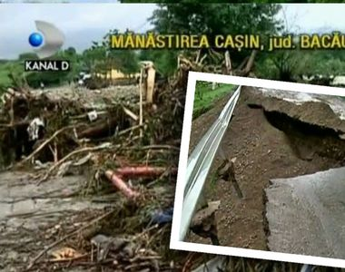 Ploile au facut prapad in Bacau. Zeci de case au fost distruse de inundatii. Localnicii...