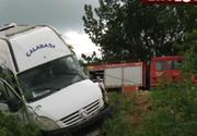 Accident rutier grav in judetul Ialomita! Un microbuz a fost spulberat de un autotren pe DN 21! O persoana a murit, alte sapte au fost ranite!