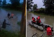 Imagini cutremuratoare dintr-un sat din Bacau, afectat de inundatii. Pompierii au intervenit pentru a salva animalele din calea viiturii