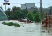 Ploile au facut prapad in Moldova. Doua persoane au pierit in puhoaiele de apa, iar altii au fost salvati in ultimul moment de vecini. Sute de oameni au fost evacuati