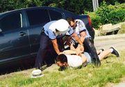 A fost prins stationand ilegal si tot el i-a luat la ocara pe politisti. Agentii nu s-au lasat si l-au incatusat pe taximetristul scandalagiu. Scena pare desprinsa din filme