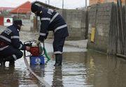 Codul rosu de inundatii a fost prelungit pana sambata dupa-amiza. Mai multe drumuri nationale au fost inchise din cauza apelor